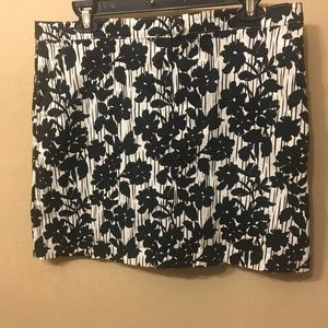 Izod Golf Tennis Skort white with black flowers